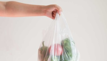 Πλαστικές σακούλες μεταφοράς: Γιατί είναι απαραίτητη η απαγόρευση δωρεάν διάθεσής τους
